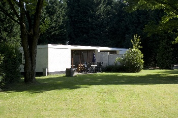 Den Beerschen Bak is een klein en rustig vakantiebungalowpark, ruim en met veel beschuttende beplanting.