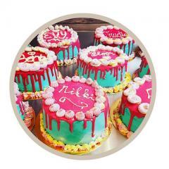 Dit leuke taartje is voor een ieder geschikt om te maken. Twee uur lang voel je je echt een banketbakker.
