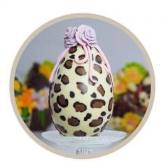 Pasen wordt nog leuker met zo'n gezellig chocolade paasei op tafel!