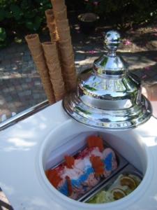 De Dames IJssalon en Chocolaterie Oirschot Ambachtelijk ijs bij u thuis!