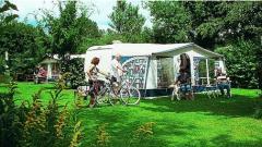 Onze camping ligt in een rustige omgeving, vol natuurlijke afwisseling, maar voorzien van vele recreatieve mogelijkheden.