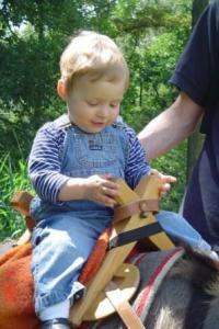 U maakt met onze ezeltjes een mooie wandeling door de natuur terwijl de ezeltjes de kinderen en eventuele bagage dragen. Daarna wacht u een barbeque.