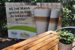 Joe-Mann is een gezellig en warm paviljoen waar u in een mooie omgeving kan genieten van een lekker kopje koffie met gebak of een heerlijke lunch.