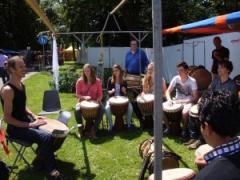 Moriba, biedt u een boeiende, levendige, muzikale workshop.