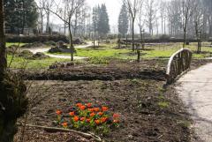 Een grote ecologische tuin waar men ideeën op kan doen voor samenwerking met natuur in eigen tuin, open 2 middagen in de week en vele weekenden.
