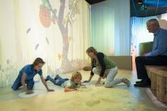 In BOS (Beleef Ontdek Samen) ontdek je de seizoenen met opdrachten, een projectievloer en seizoensdieren!