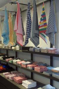 Liefhebbers van tafelgoed met een verhaal, fris huishoudtextiel, designtassen en andere bijzondere textiele producten kunnen terecht in de TextielShop