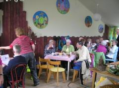 Het Theehuis is uitermate geschikt voor het organiseren van b.v. een verjaardag, een kaartmiddag of een lezing