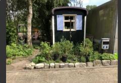 Op onze wijnboerderij kun je heerlijk vertoeven. De camping is ruim opgezet. We hebben een mooi terras, waar je onze eigen producten kunt proeven.