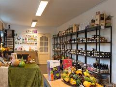 Winery & Herbs teelt zelf de producten, verwerkt ze zelf en verkoopt ze in haar winkel.